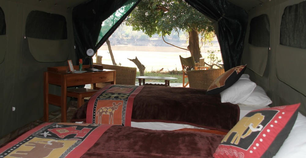 basic south luangwa accommodation